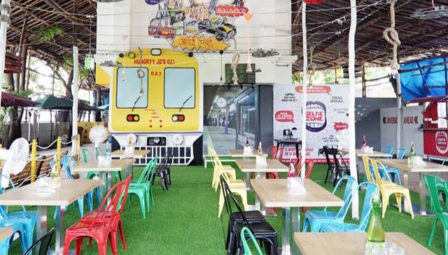 Eat On The Go: Borivali's Newest Eatery Resembles The Inside Of An AC Coach