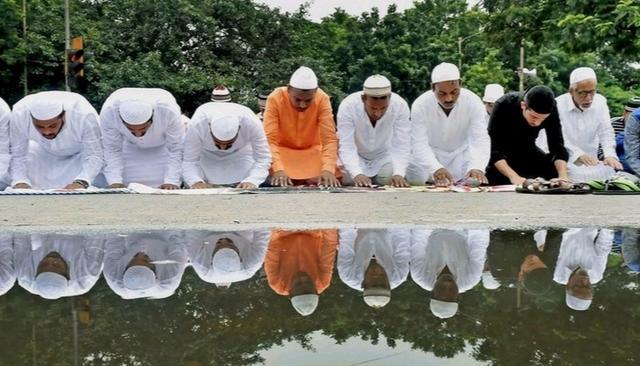 Sikhs of Joshimath, a town in Uttarakhand, help 1,000 Muslims perform namaaz in gurudwara