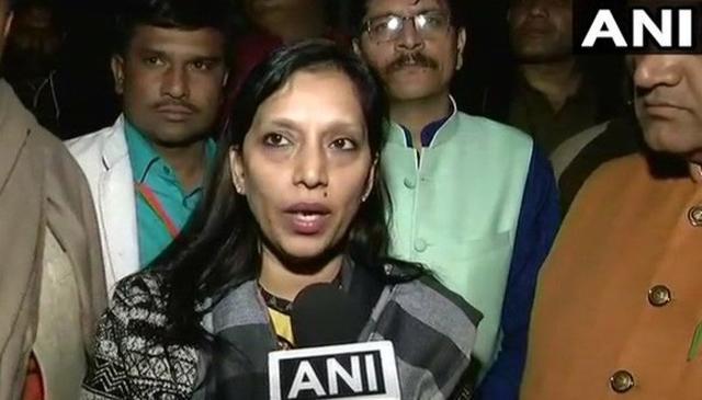 """वायरल वीडियो में दिल्ली की मेयर ने अधिकारियों से कहा, """"फैक्ट्री के खिलाफ कुछ ना बोलें"""""""""""
