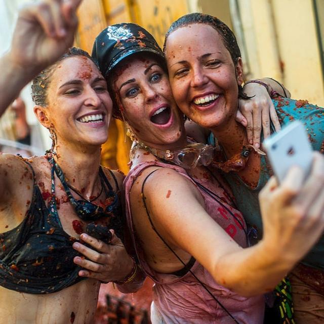 "Thousands pelt each other in ""Tomatina"""