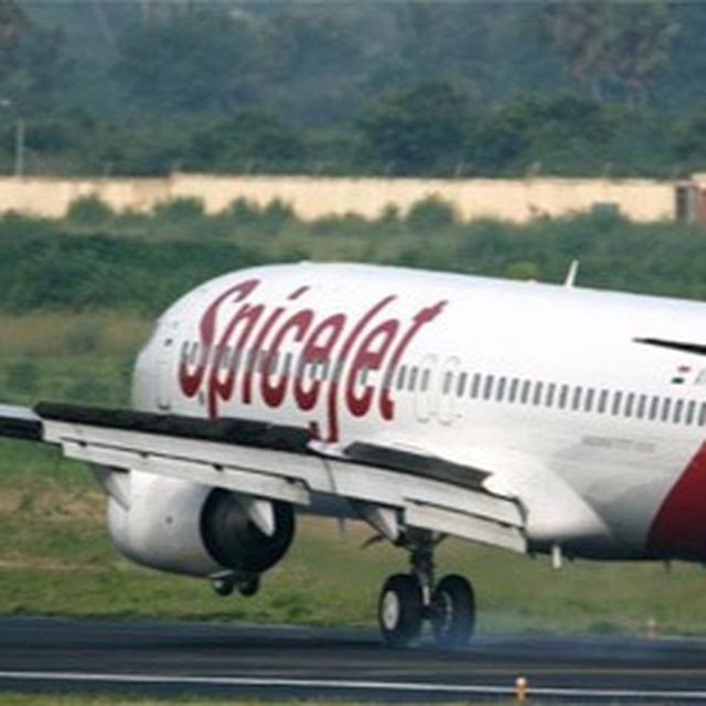 Passenger boards SpiceJet flight with knife in Delhi