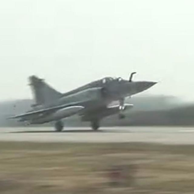 IAF PLANES TOUCH DOWN ON LUCKNOW-AGRA EXPRESSWAY