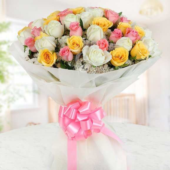 Combination of 30 mixed colored long stemmed roses