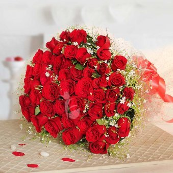 Romantic Thrill Pretty Bunch Of 50 Red Rose Flowers With Green Leaves