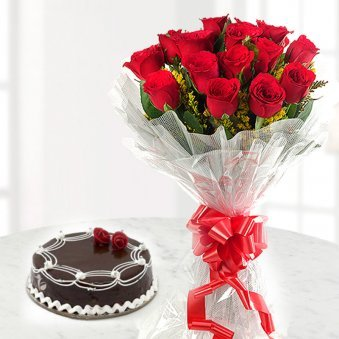 Red rose and chocolate cake