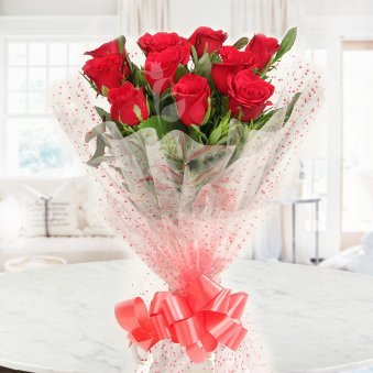 Bunch of 10 Red Roses with Front View
