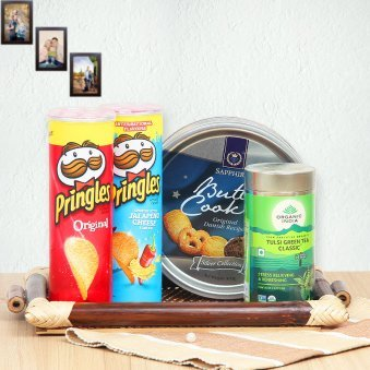 Gourmet hamper including pringles and butter cookies alongwith green tea