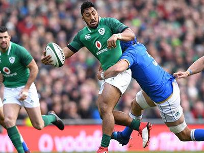 Ireland_centre_Bundee_Aki_against_Italy