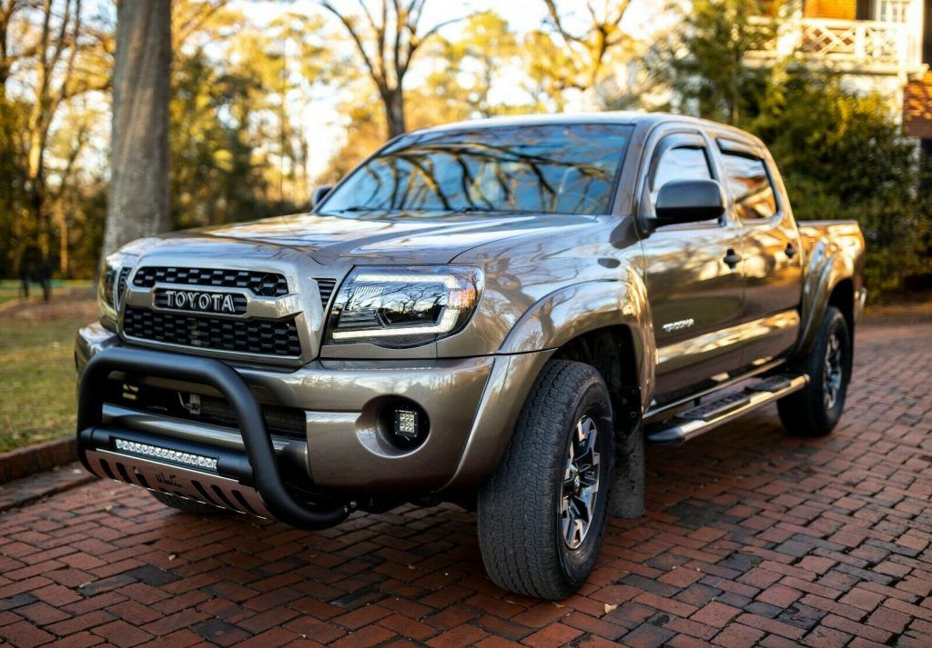 2010 Toyota Tacoma SR5 offroad [well miantained and deatiled]