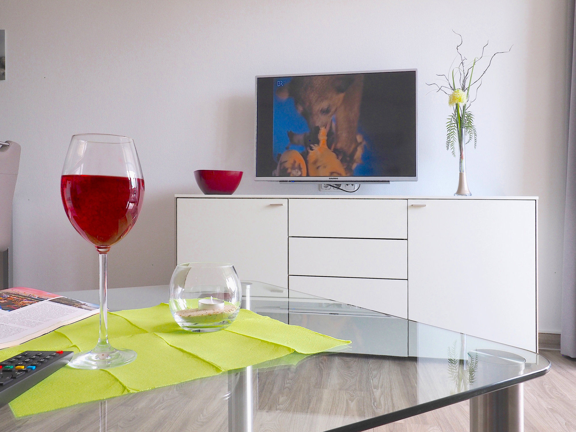 Wohnzimmer Sideboard mit Flatscreen-TV