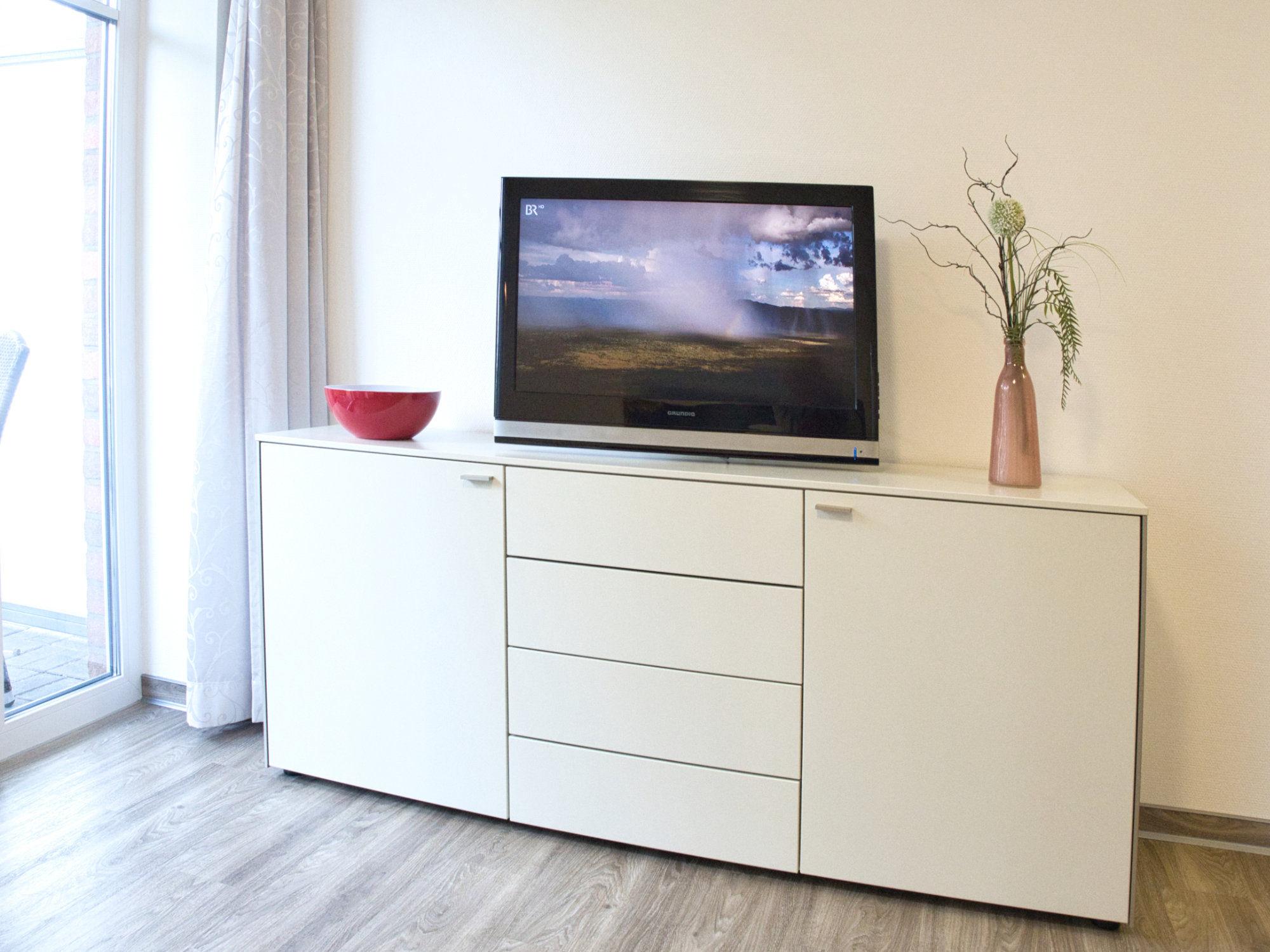 Wohnzimmer Sideboard mit Flatscreen TV