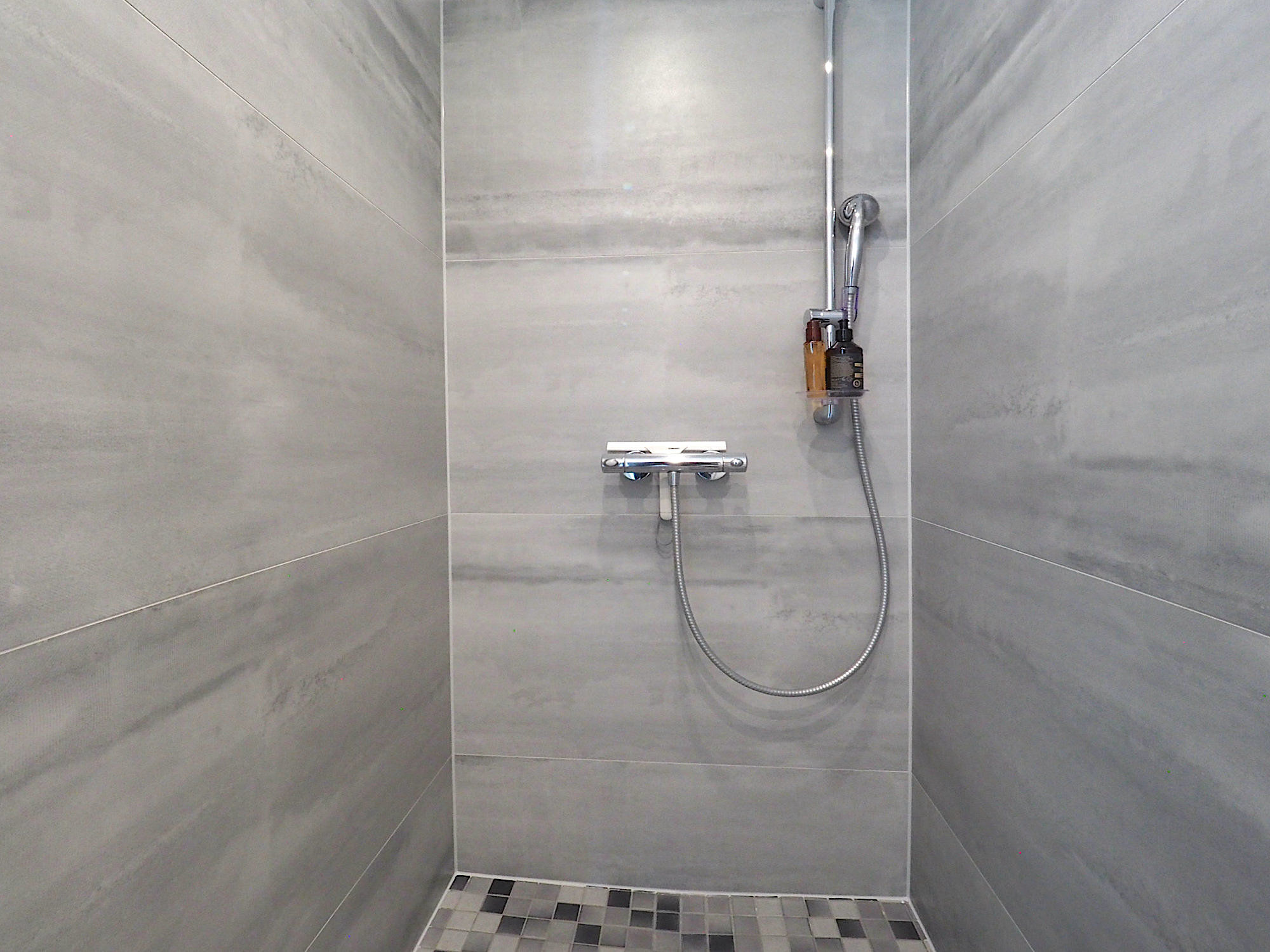 Bodentiefe Dusche, vollständig gefliest