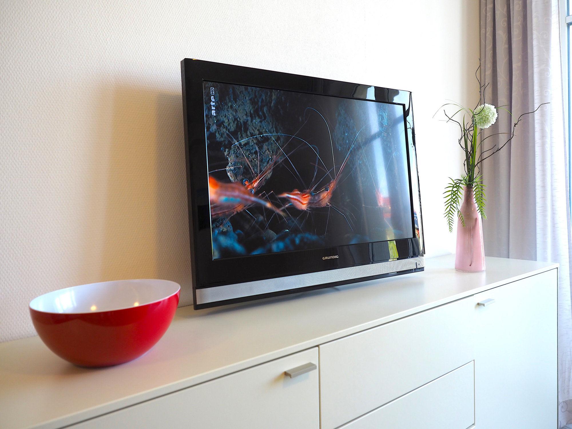 Wohzimmer, Sideboard mit Flatscreen TV