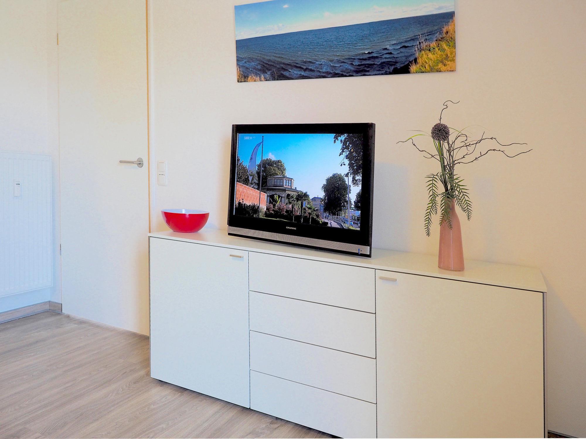 Wohnzimmer, Sideboard  mit Flatscreen TV