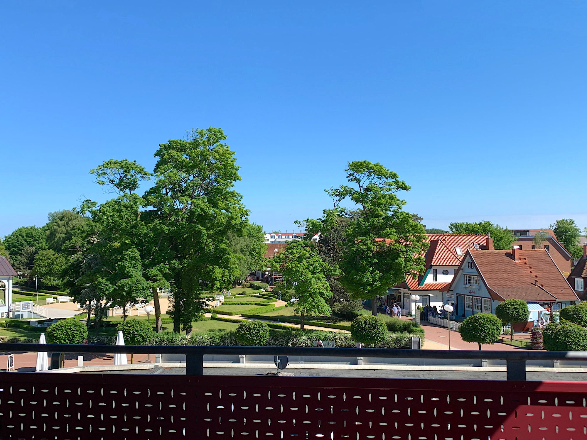 Blick vom zweiten Balkon zum Kurpark