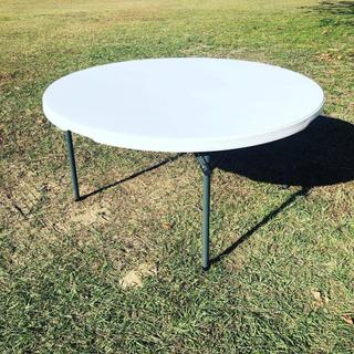 white round resin table