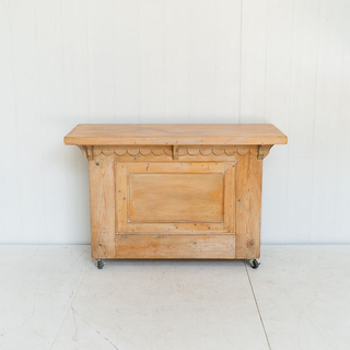 Handcrafted Scalloped Detail Bar
