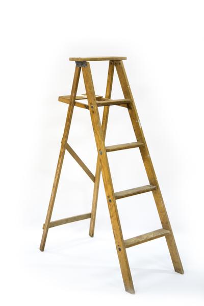 Wooden Step Ladder (4.5-Foot)