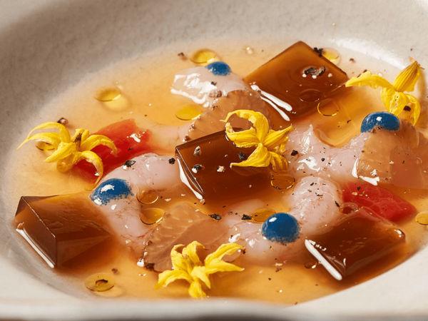 img/disfrute-de-la-comida-valenciana-en-el-restaurante-richard-camarena/RicardCamarena-MichelinStar.png