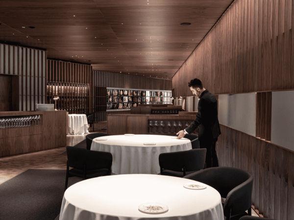 img/disfrute-de-la-comida-valenciana-en-el-restaurante-richard-camarena/RicardCamarena-MichelinStarValencia3.png