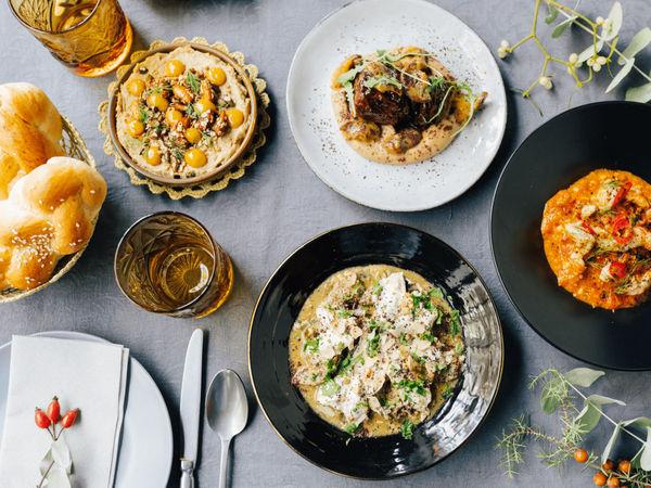 img/experiencia-gastronomica-valencia-clase-de-cocina-del-otro-lado-del-mediterraneo-en/steve-anderson-chef-cooking-class.png