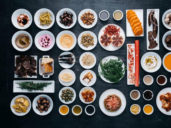 img/experiencia-gastronomica-valencia-clase-de-cocina-del-otro-lado-del-mediterraneo-en/steve-anderson-chef-cooking-class3.png