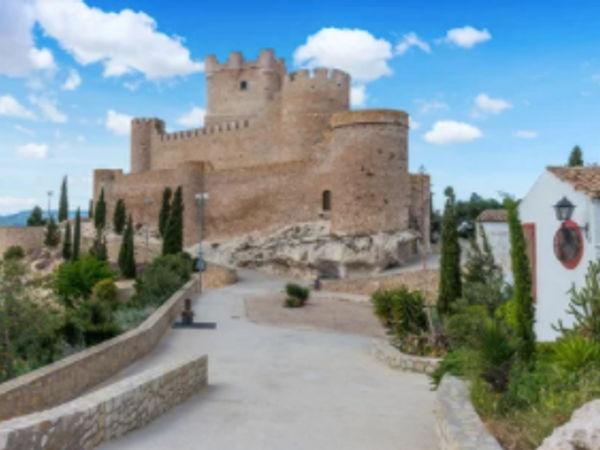 uploads/603f524c26d7794c8efaefd1/experiences-alicante-gastroandcult-castle4.png