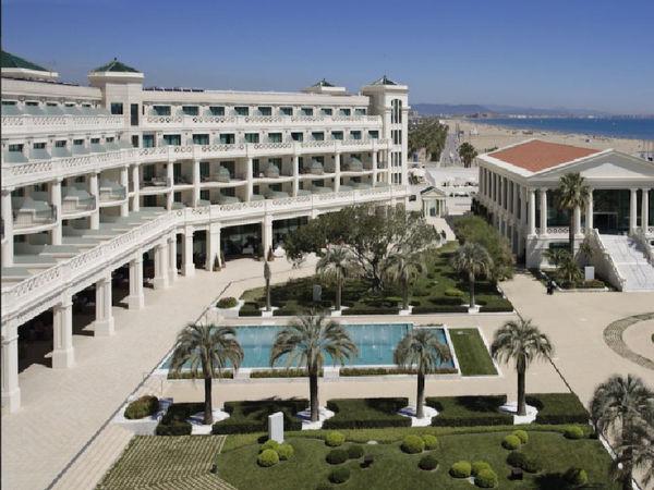 uploads/609cec12b530ac69c1636279/HOTEL-LAS-ARENAS-5-ESTRELLAS-GRAN-LUJO.-Mejor-hoteles-de-españa-para-viajar-este-verano-por-valencia2.jpg