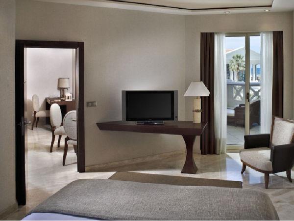 uploads/609cec12b530ac69c1636279/HOTEL-LAS-ARENAS-5-ESTRELLAS-GRAN-LUJO.-Mejor-hoteles-de-españa-para-viajar-este-verano-por-valencia3.jpg