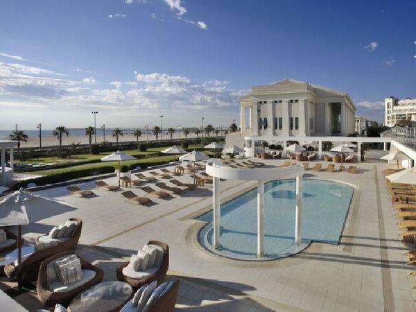 uploads/609cec12b530ac69c1636279/HOTEL-LAS-ARENAS-5-ESTRELLAS-GRAN-LUJO.-Mejor-hoteles-de-españa-para-viajar-este-verano-por-valencia4.jpg