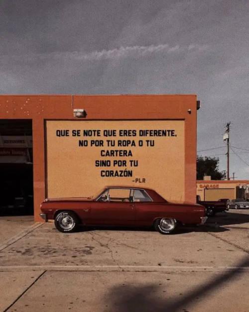 Frases de Acción Poética en Español (Latinoamericana) - Que se note que eres diferente, no por tu ropa o tu cartera, sino por tu corazón.