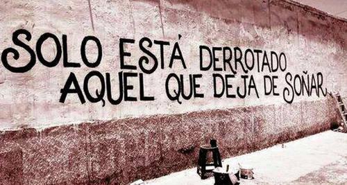 Frases de Acción Poética en Español (Latinoamericana) - Solo está derrotado aquel que deja de soñar.