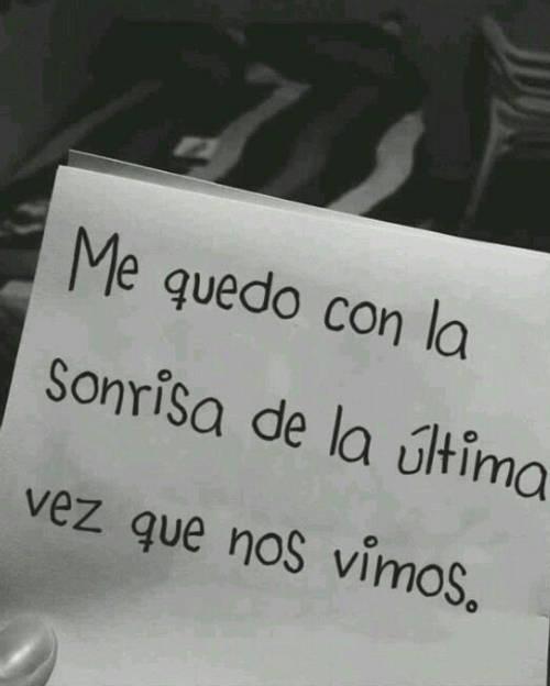 Frases de Acción Poética en Español (Latinoamericana) - Me quedo con la sonrisa de la última vez que nos vimos.