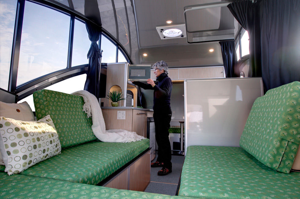 ALTO minicamper 2 - A travel trailer with a retractable roof