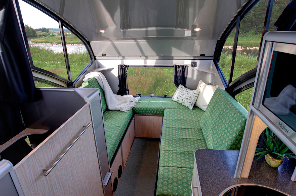 ALTO minicamper 3 - A travel trailer with a retractable roof