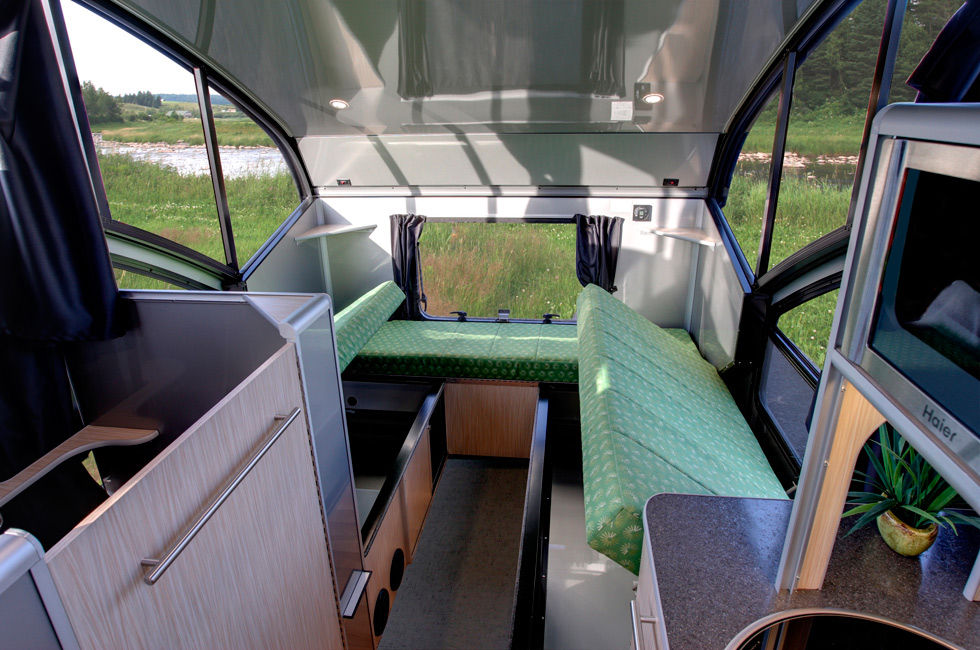ALTO minicamper 5 - A travel trailer with a retractable roof