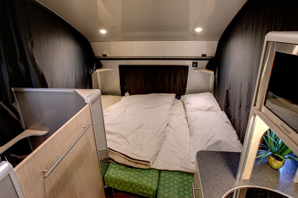 ALTO minicamper 8 - A travel trailer with a retractable roof