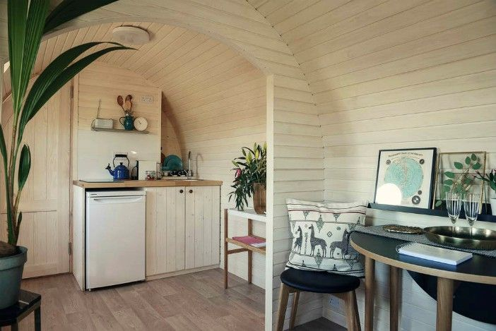 Wooden cabin 14 - This modern wooden igloo hut boasts a cozy alcove bed and an eclectic Scandinavian style