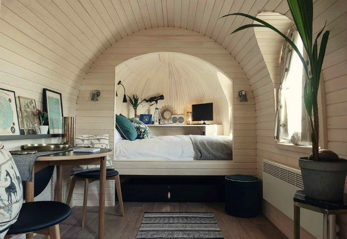 Wooden cabin 20 - This modern wooden igloo hut boasts a cozy alcove bed and an eclectic Scandinavian style