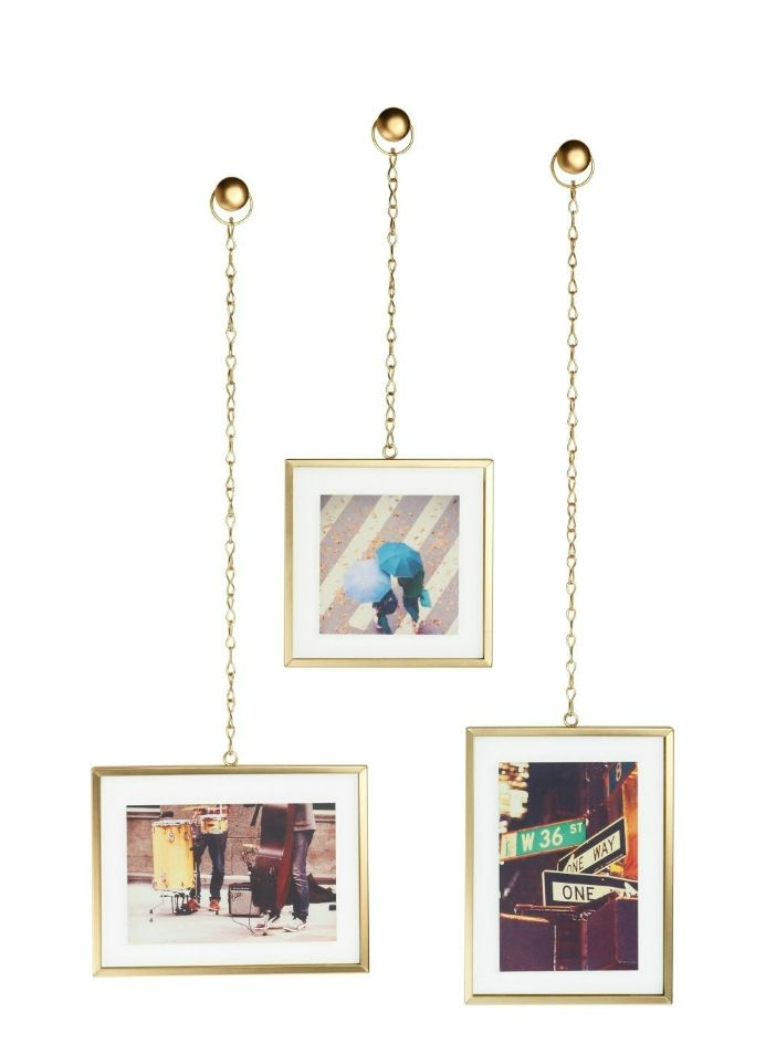 hanging photo frames 1 - These 20 photo display ideas will give your memories a stylish edge