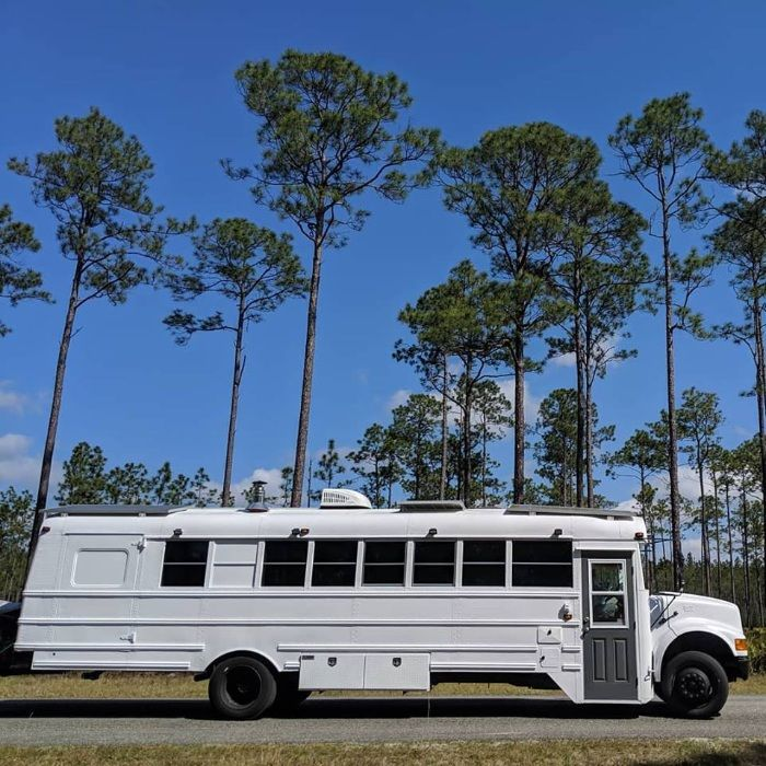 going boundless 9 - Couple turned an old school bus into a cozy home on wheels