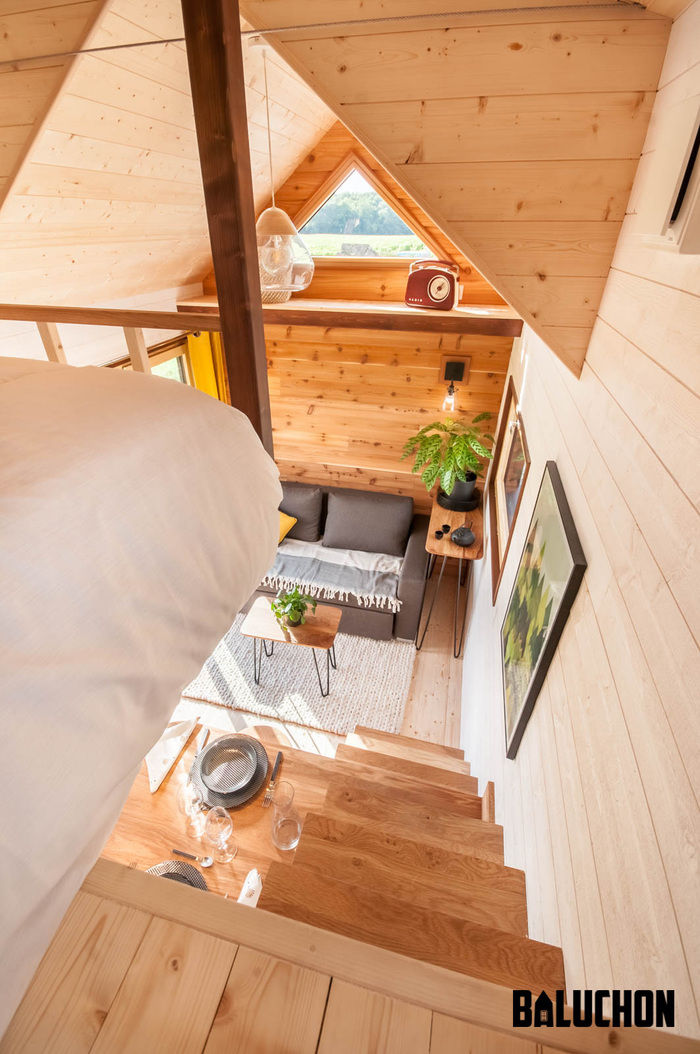 pa2 - The loft bedroom in this tiny house can easily be divided into two rooms