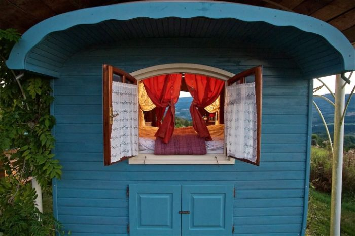 gypsy vardo 3 - Ramp up the romance in one of these 6 cosy getaways