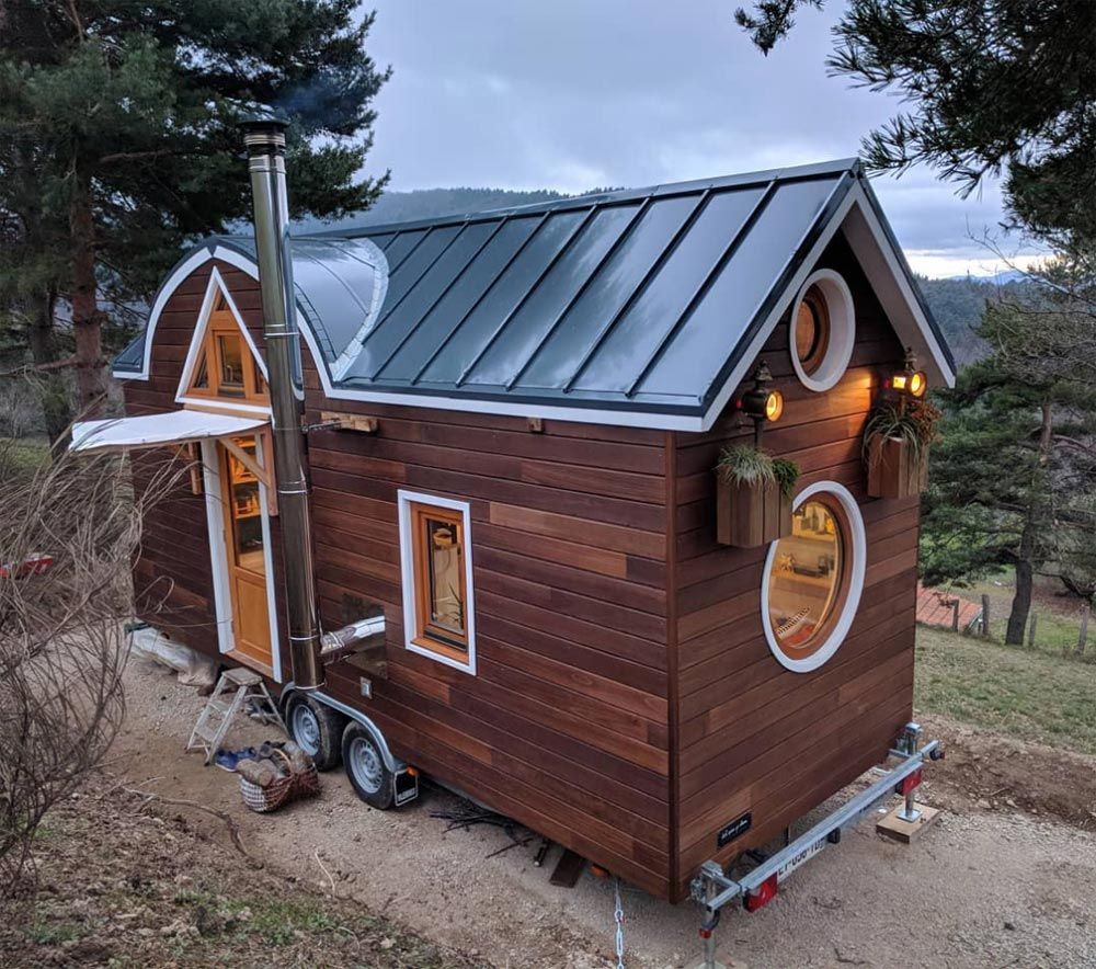 tiny house la flore 2 - Cottage feel tiny house boasts a creative staircase that leads up to two lofts