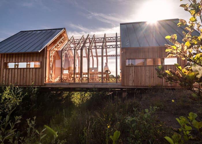 cabin slides apart 2 - Sliding walls make this Dutch cabin a transforming wonder