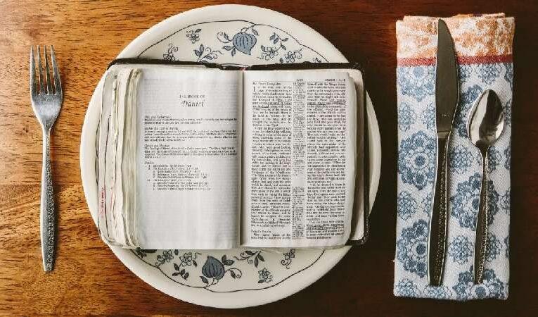 ஆவிக்குரிய உணவு மற்றும் உடை