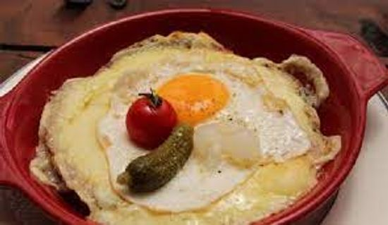 Fer à Cheval - Servido Menu (Takeaway, Delivery) - Cheese crust with egg.