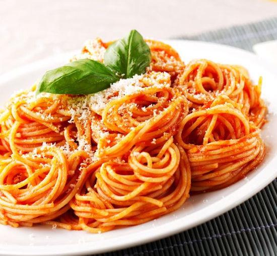 Fer à Cheval - Servido Menu (Takeaway, Delivery) - Spaghetti Tomato (1/2 = 14 CHF)