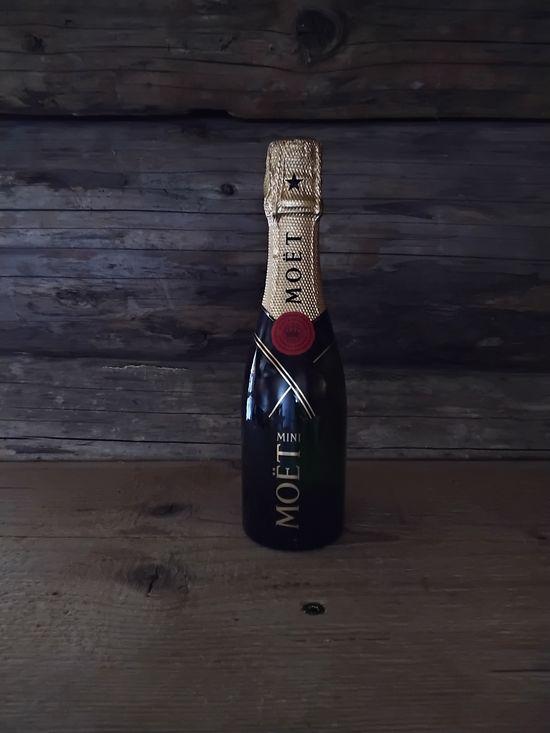 La Cabane de L'Etable - Servido Menu (Takeaway, Delivery) - Moet champagne 2 dl