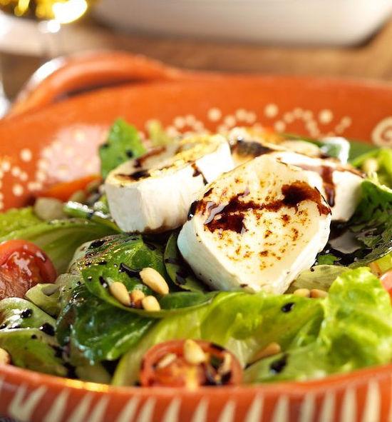 L'Ecurie - Servido Menu (Takeaway, Delivery) - Salade de chèvre chaud au miel bio et herbes de nos montagnes